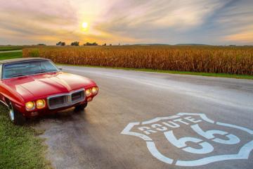 Oldtimer auf der Route 66 in Illinois