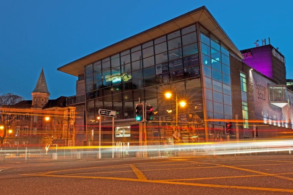 Blick von außen auf die Oper in Cork