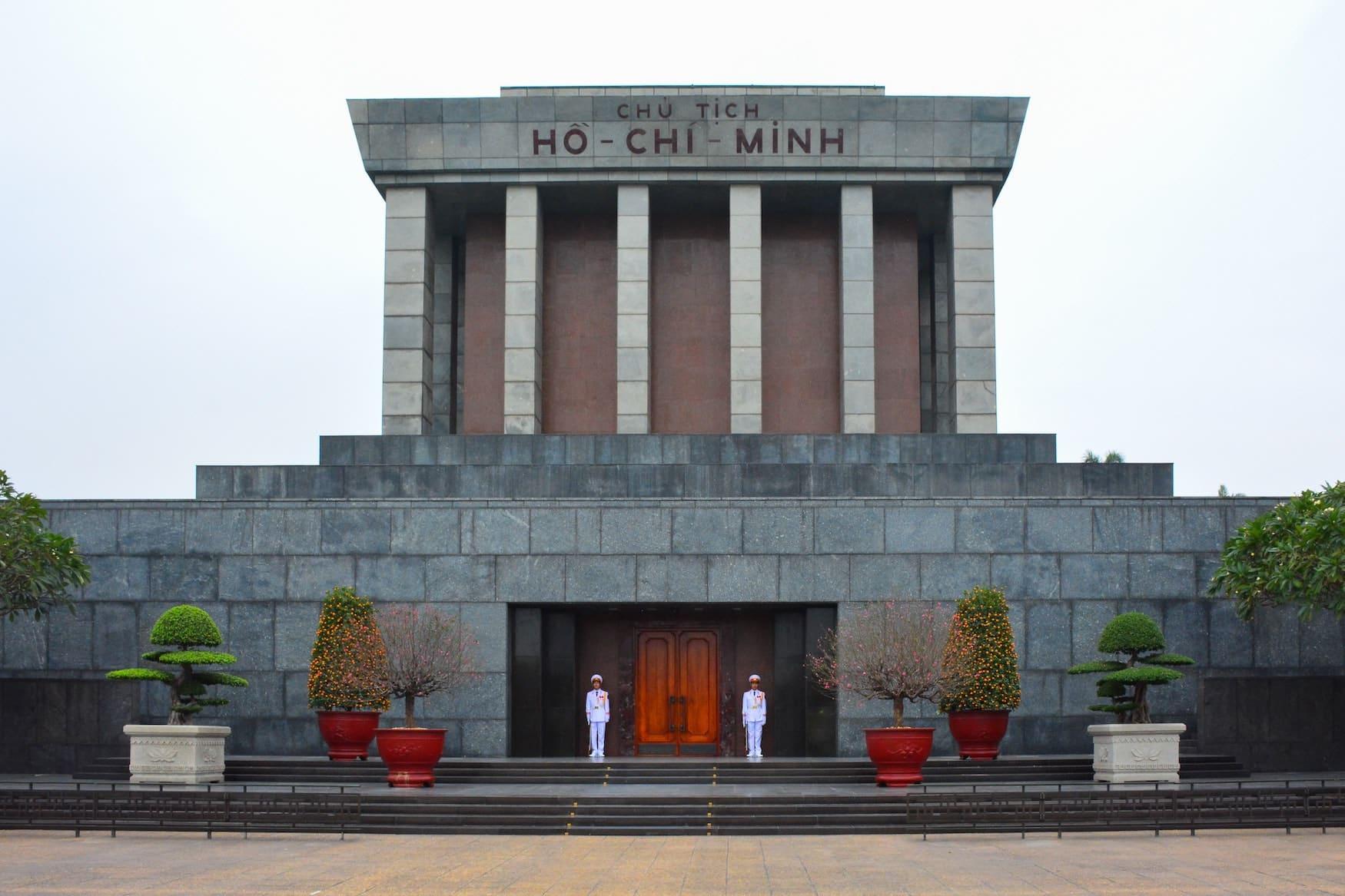 Ho-Chi-Minh Mausoleum von außen