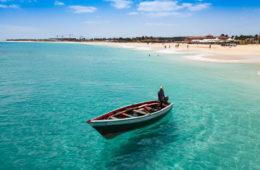 Fischerboot vor der Küste