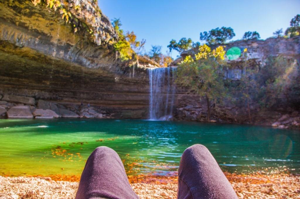 Besucher am Hamilton Pool in Texas