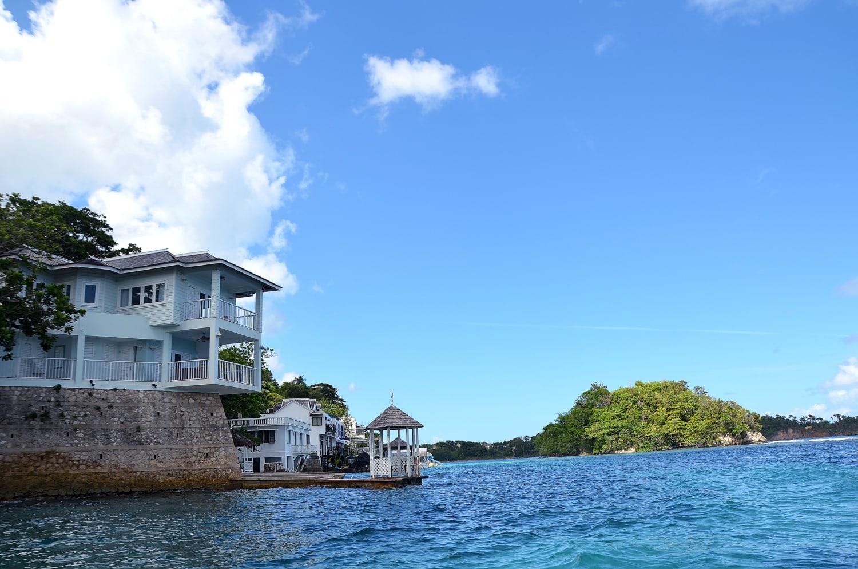 Hotelvilla an der Küste Jamaikas