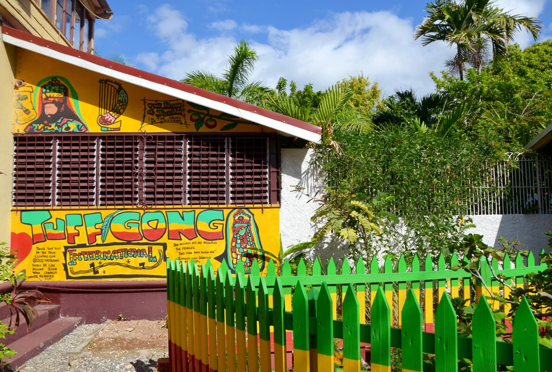 Hausfassade des Bob Marley Museums