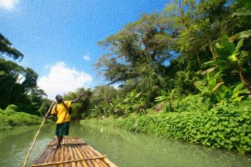 Mann auf einem Floß auf dem Martha Brae River auf Jamaika