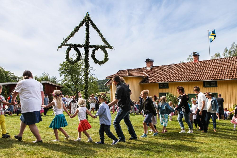 Mittsommer: Fest in Schweden