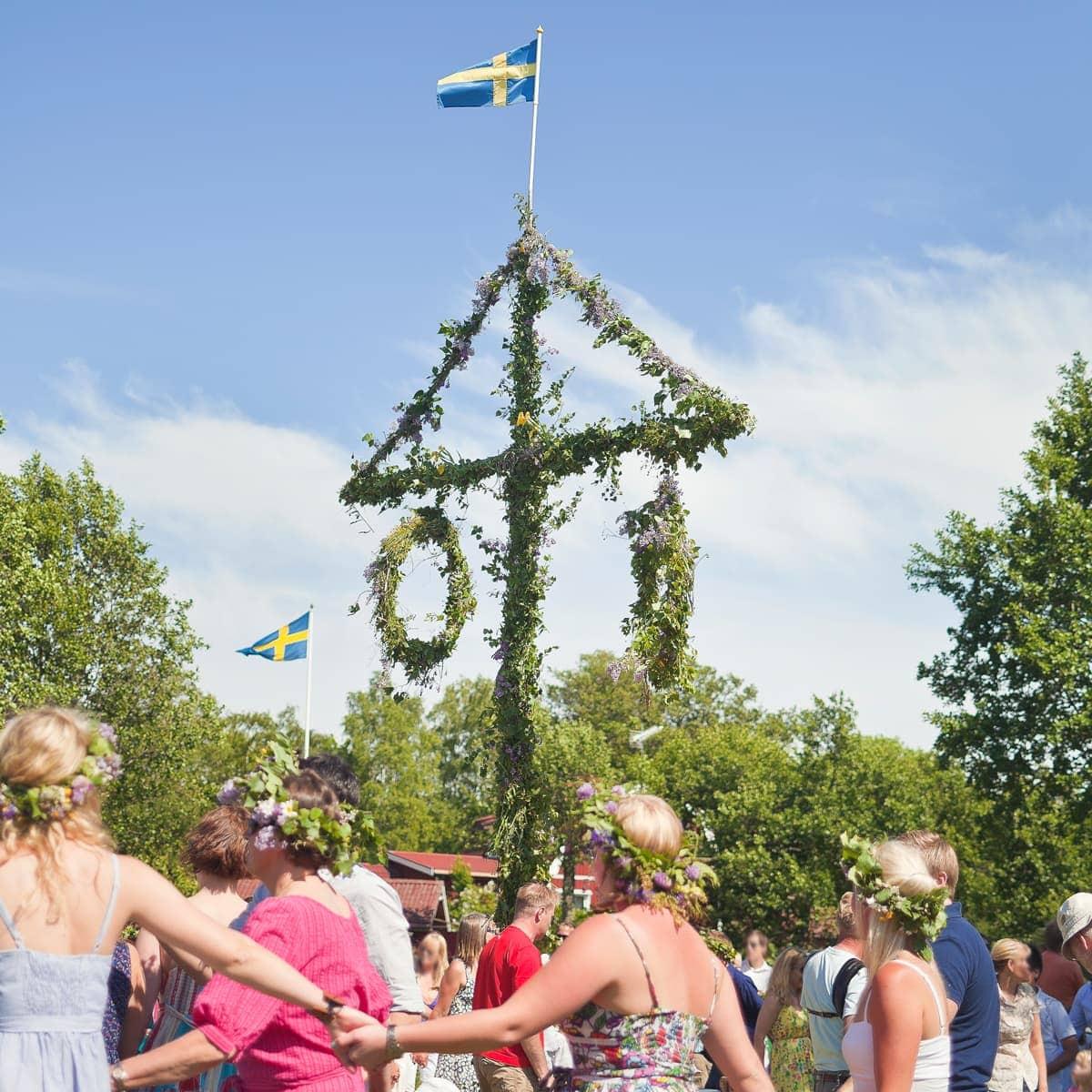 Mittsommer in Schweden: Tanz um den Baum