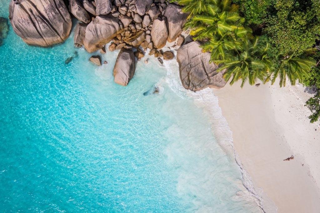 Shark Beach, einer der zahlreichen Traumstrände auf den Seychellen.