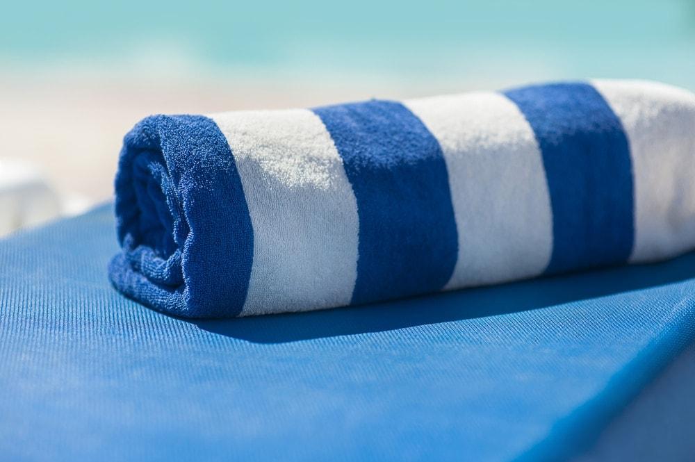 Handtuch auf Liege