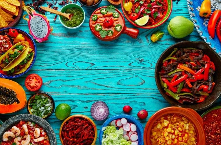 Mit Essen gedeckter Tisch in Mexiko