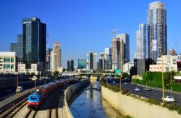 Bahnfahren in Israel: Mit dem Zug durch Tel Aviv