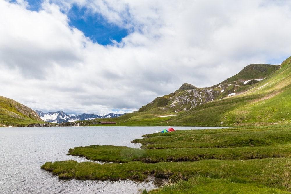Flüsse und Seen zum Angeln in der Schweiz: Lago di Tom