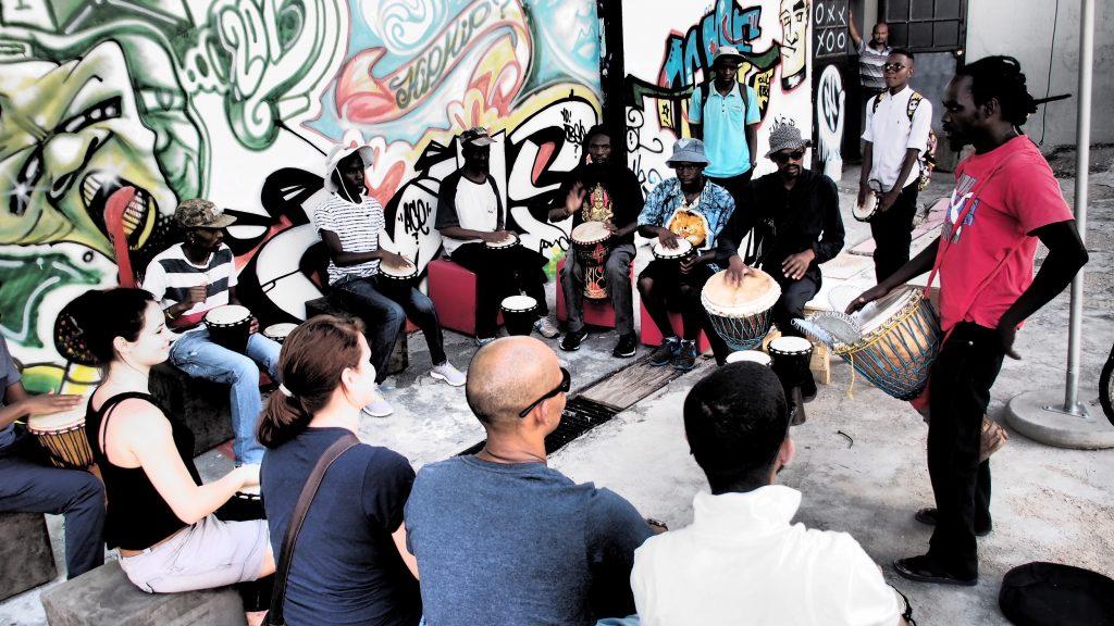 Wer weiß wo, findet in Johannesburg Musik und Kunst zum Mitmachen.