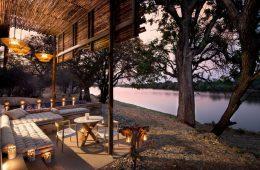 Die &Beyond Matetsi River Lodge befindet sich unmittelbar am Sambesi.