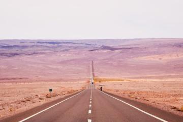Straße in der Atacama Wüste iN Chile