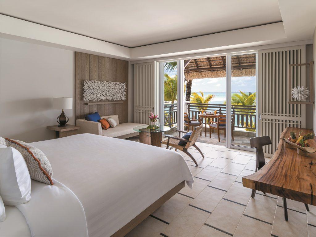 Vom Balkon direkt ins türkise Wasser im Shangri-La auf Mauritius