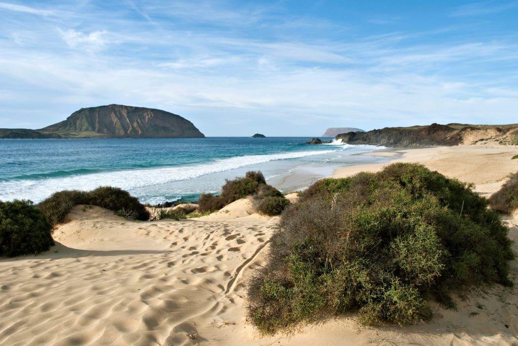 Wandern auf Lanzarote: vorbei am Playa de las Conchas