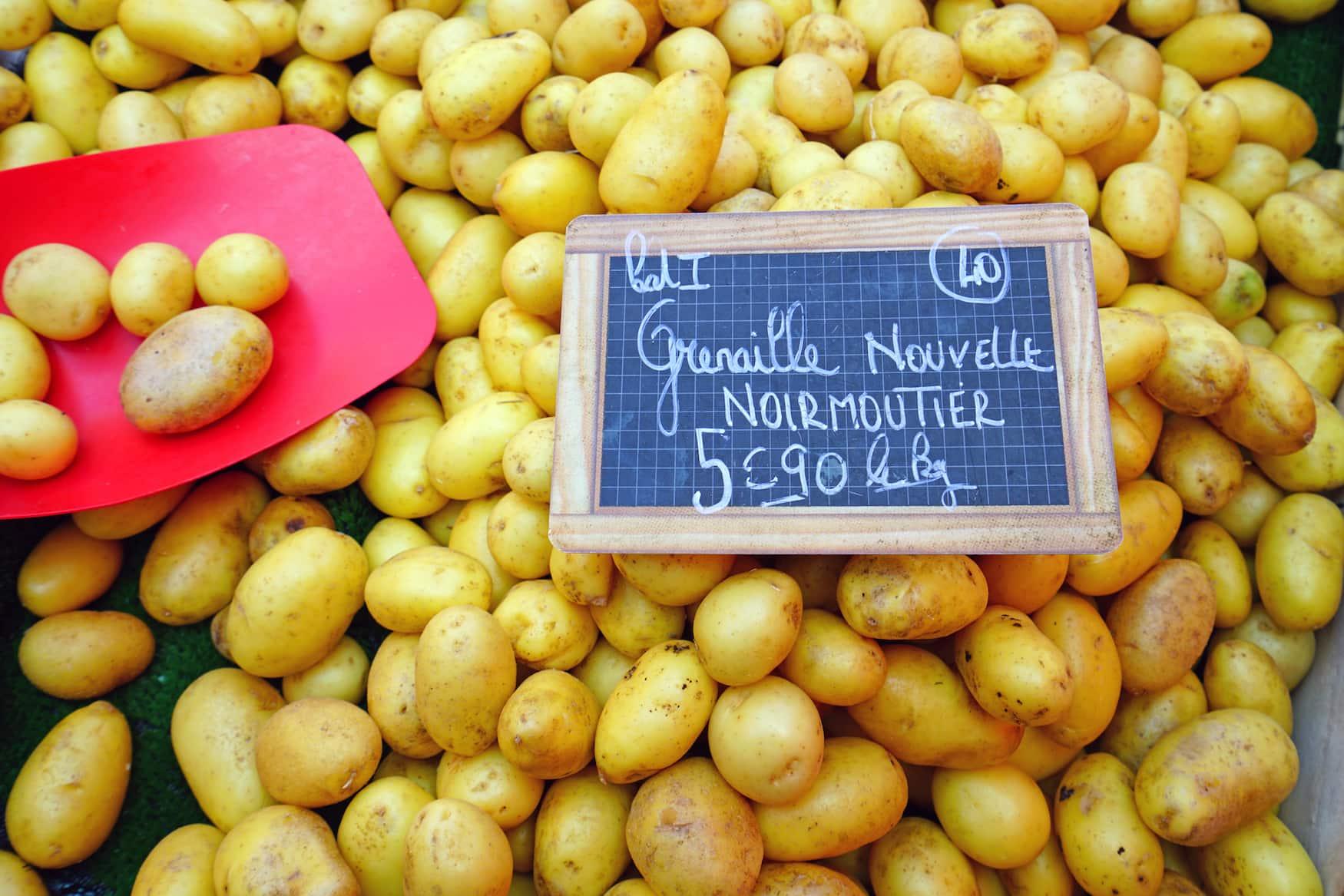 Junge Kartoffeln aus Noirmoutier als Mitbringsel von der Atlantikküste in Frankreich