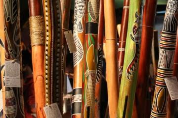 Bunte Flöten und Instrumente