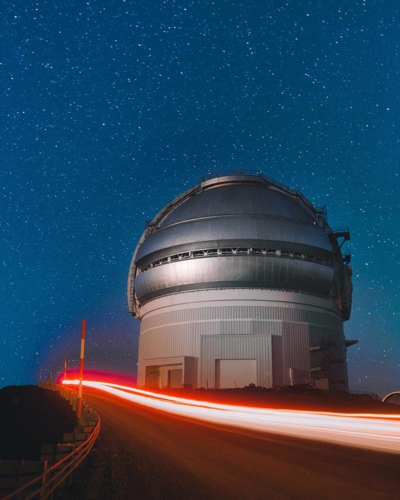 Teleskop auf dem Mauna Kea bei Nacht