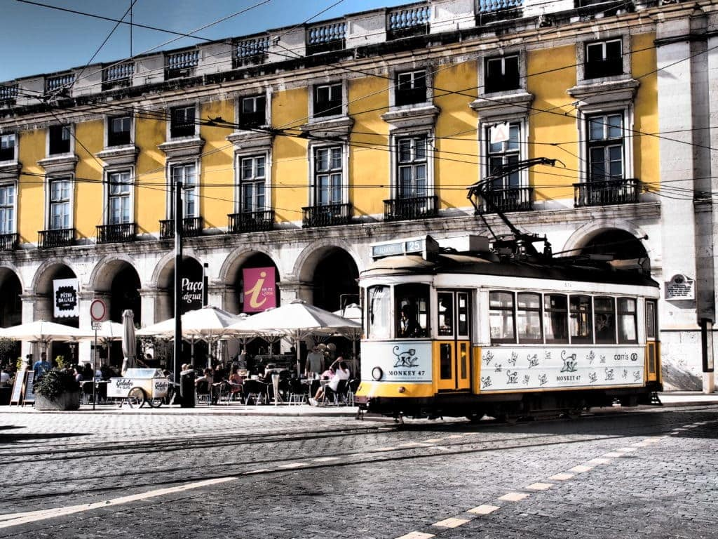 Eine fahrt mit der Tram gehört in Lissabon zum Stadtbesuch dazu