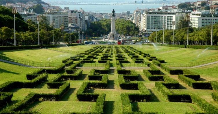 Schön angelegte Hecken im Parque Eduardo