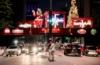 Pärchen auf der Straße in Sao Paulo im Advent