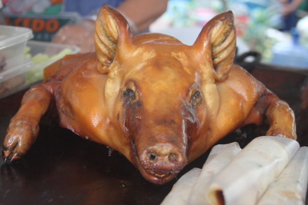 Auf keiner philippinischer Fiesta darf das Spanferkel Lechon fehlen.