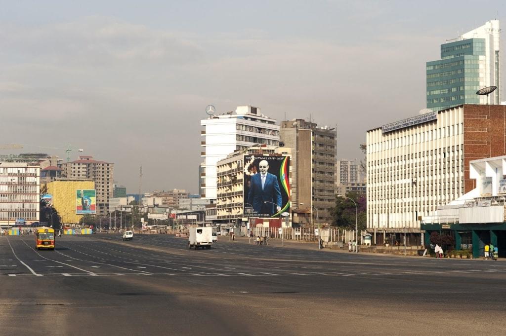 Hauptverkehrsstraße in Addis Abeba, Äthiopien