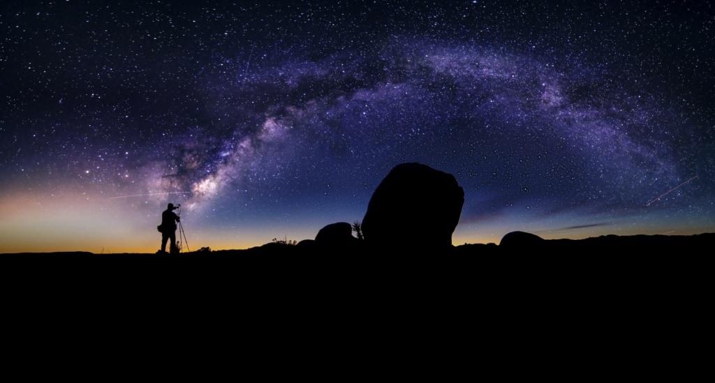 Fotograf beim Sterne-Fotografieren