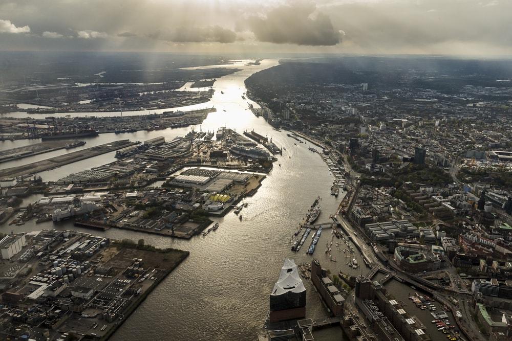 Hamburger Hafen aus der Vogelperspektive