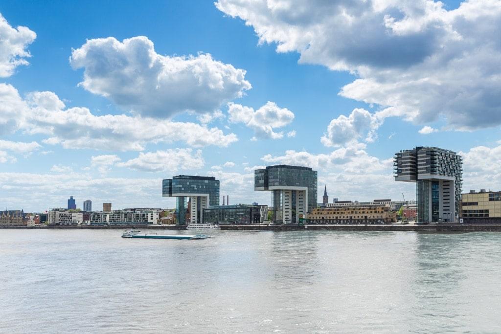 Rheinauhafen mit Kranhäusern in Köln