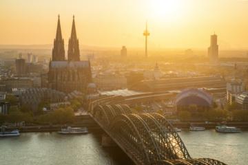 Köln-Quiz: Skyline bei Sonnenuntergang