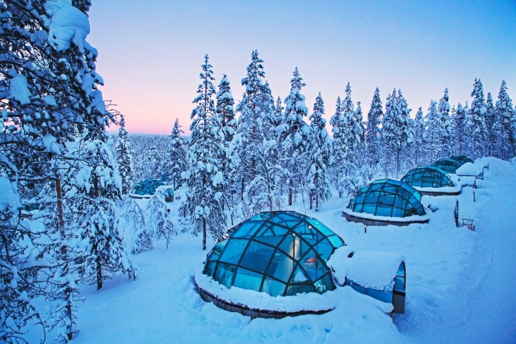 In diesen Glasiglus in Finnland stehen tolle Nordlichterlebnisse auf dem Programm.