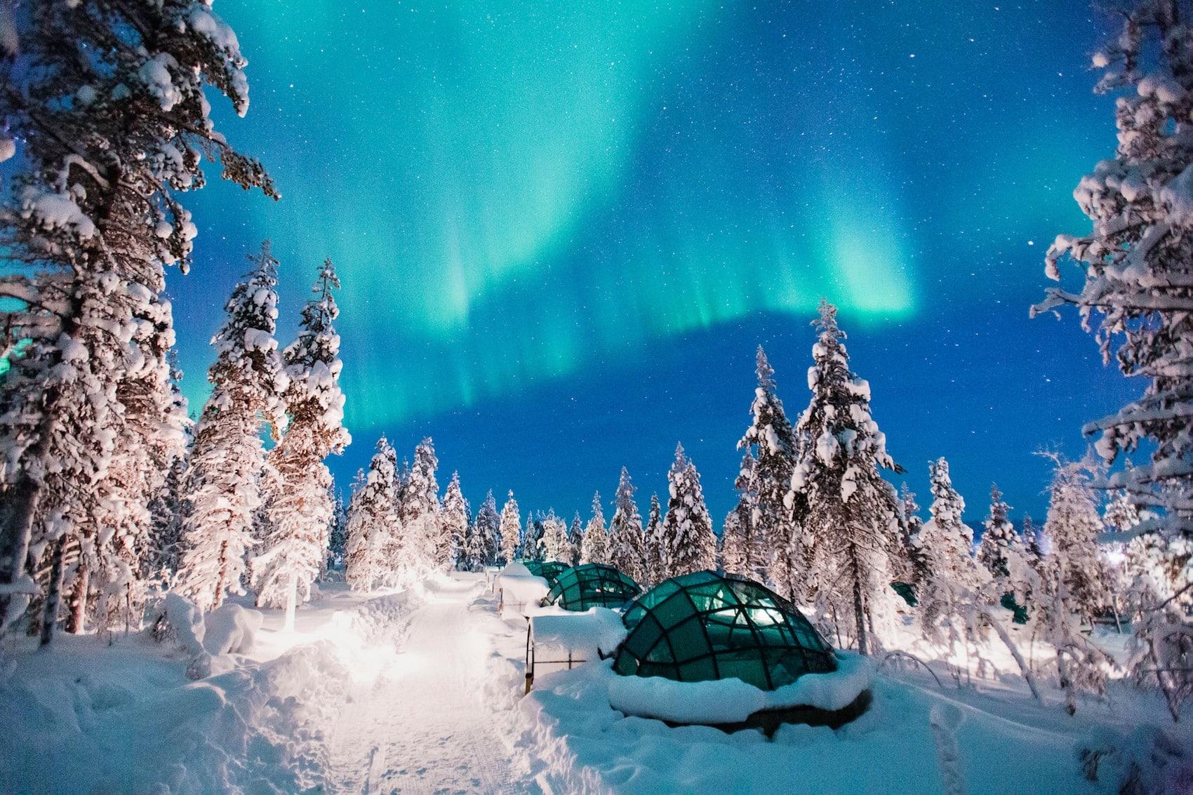 Ihr wollt Nordlichter sehen? In den Glasiglus von Kakslauttanen in Finnland stehen die Chancen gut!