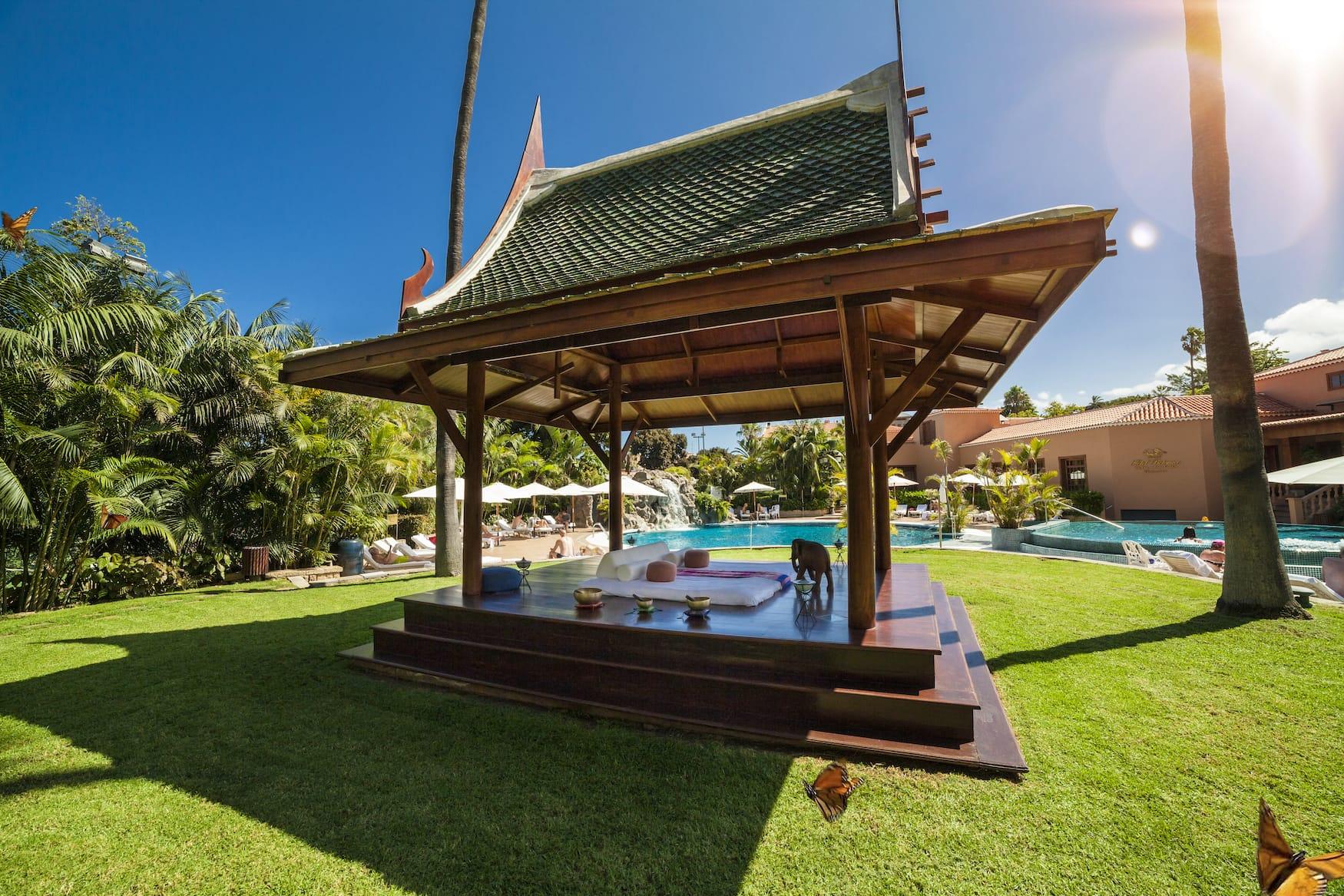 Outdoor Pavillon für Yoga und Meditation in einem Luxushotel auf Teneriffa