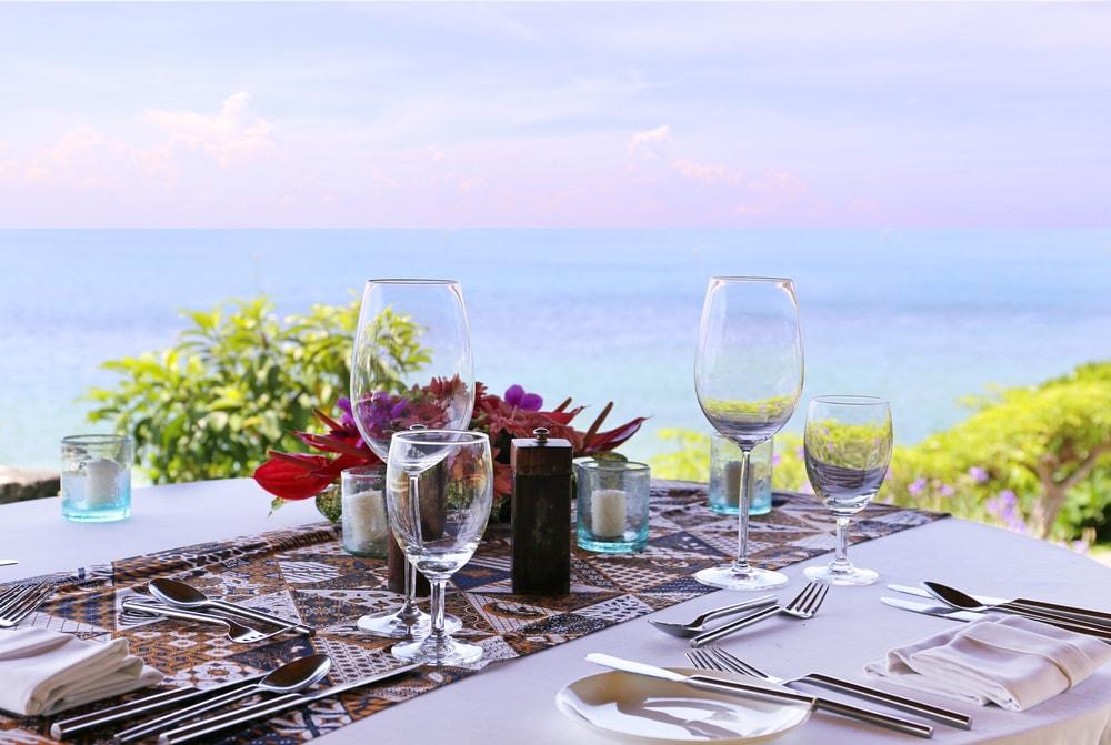 Restaurant-Tisch am Strand