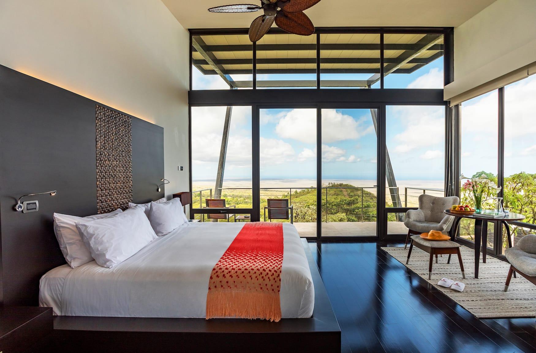 Hotelzimmer mit Blick auf die umliegende Natur