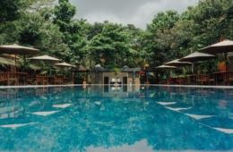 Hotelpool mitten im Dschungel