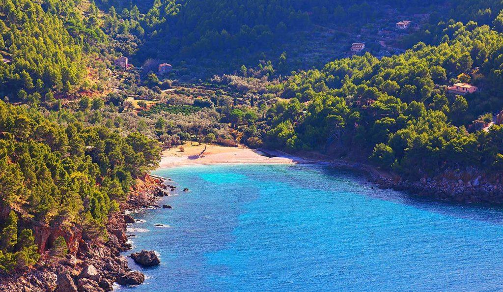 Wandern auf Mallorca: Blick auf die Cala Tuent