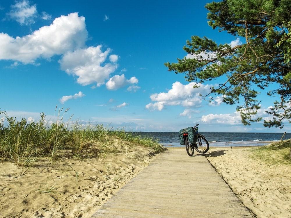 Fahrrad an der Küste der Kurischen Nehrung