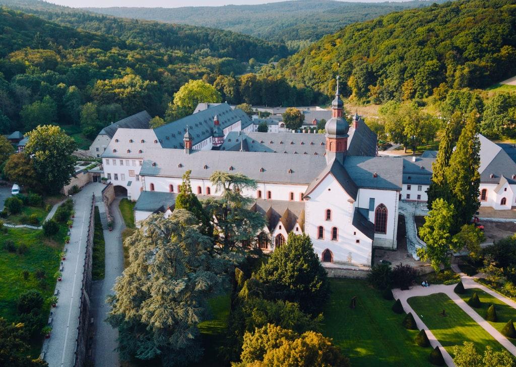 Kloster Eberbach drohnenaufnahme von oben