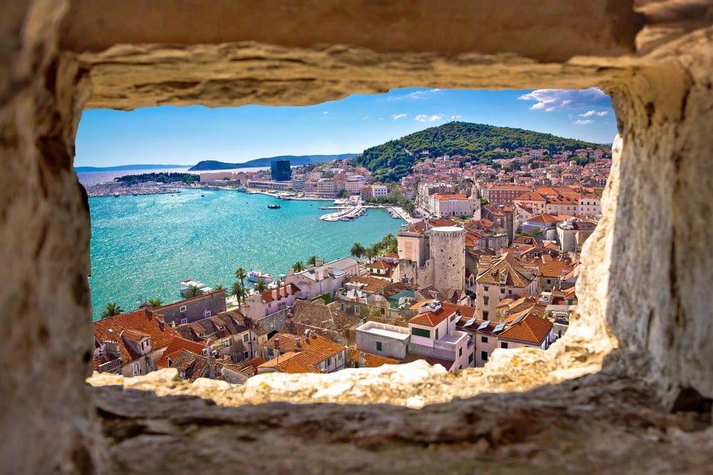 Blick auf die Stadt Split und das Meer in Dalmatien