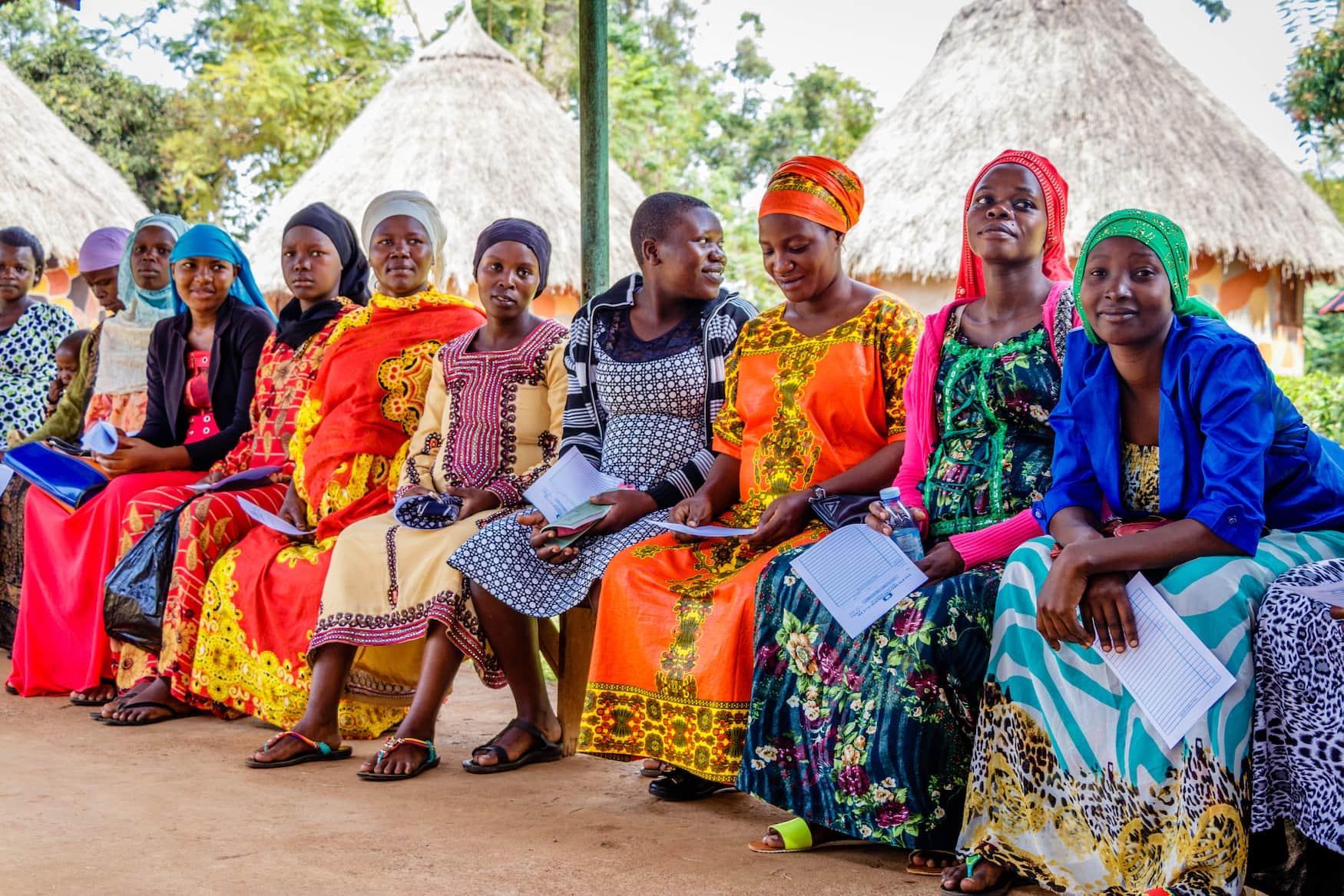 Frauen in bunten Kleidern in Ruanda