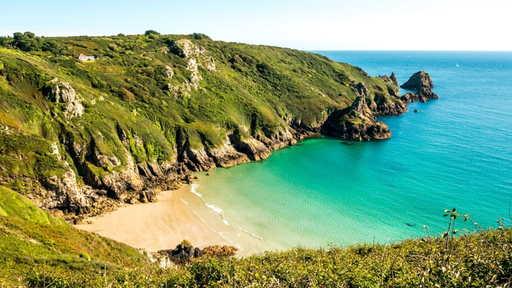 Die Kanalinseln erinnern mit ihren traumhaften Stränden und ihrem milden Klima an mediterranere Gefilde.