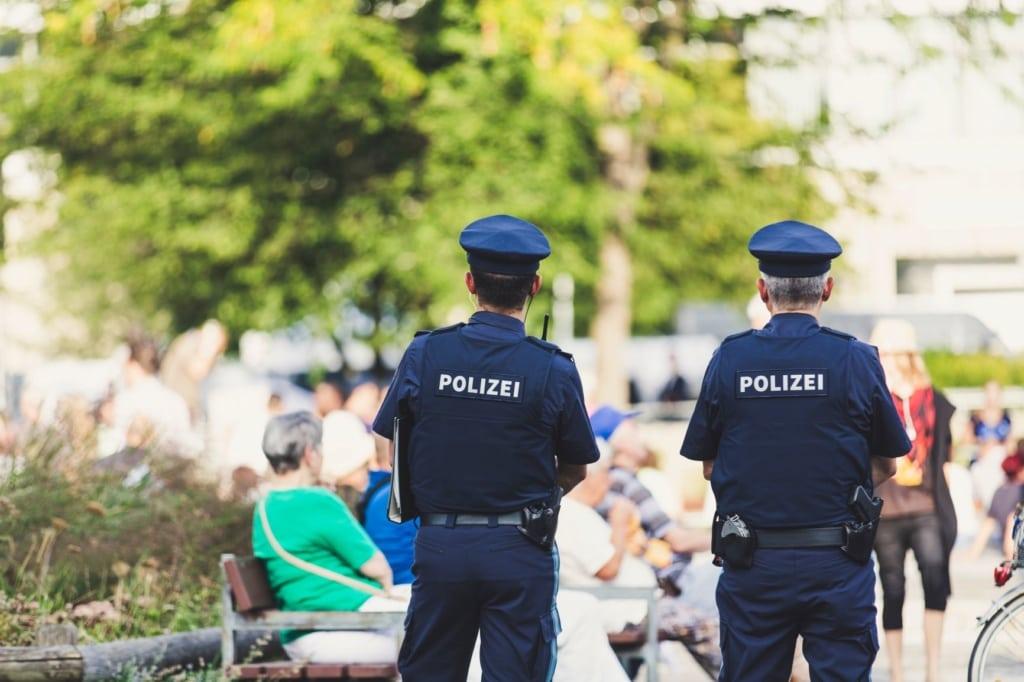 Männliche Polizisten