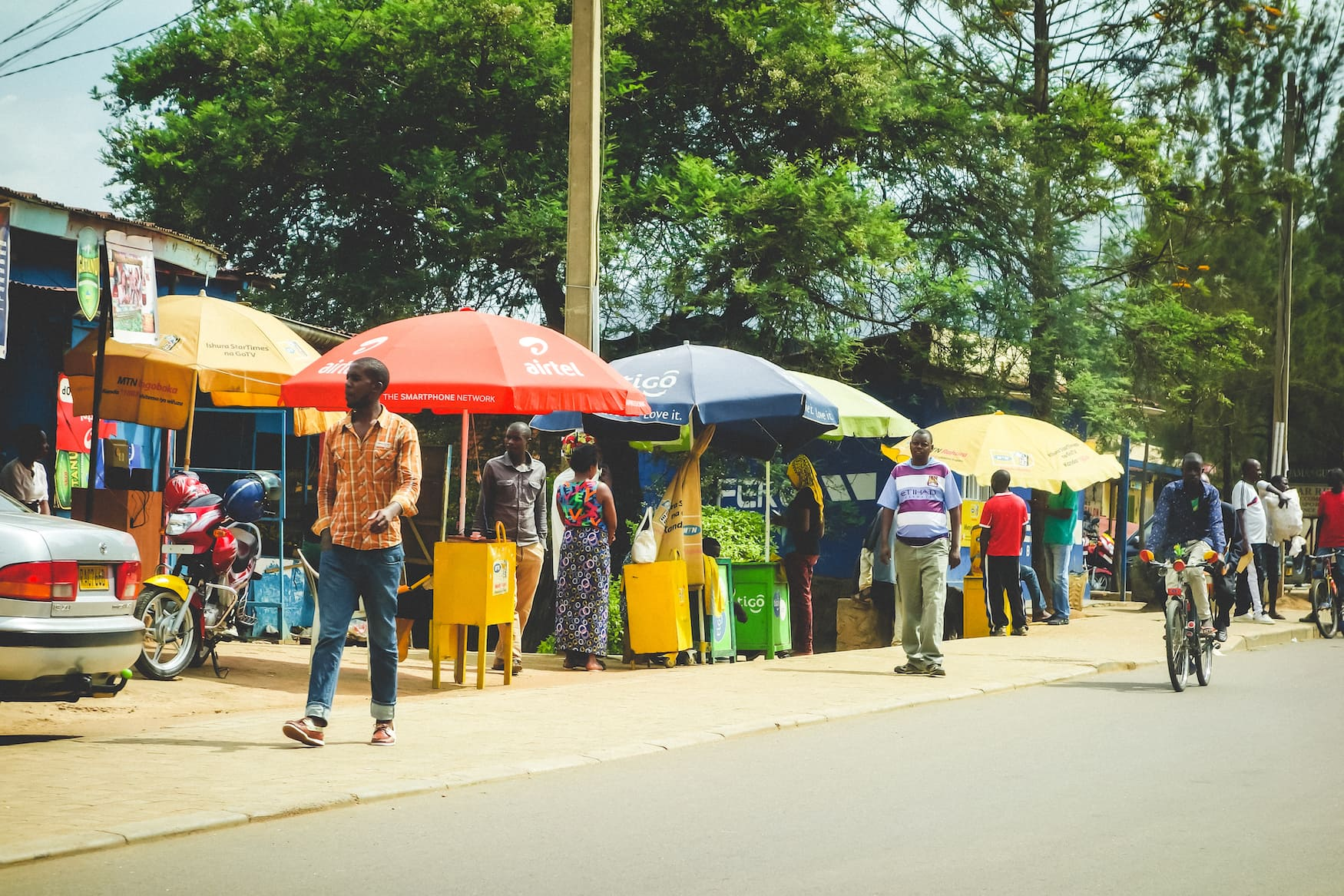 Locals auf Markt in Kigali, Ruanda