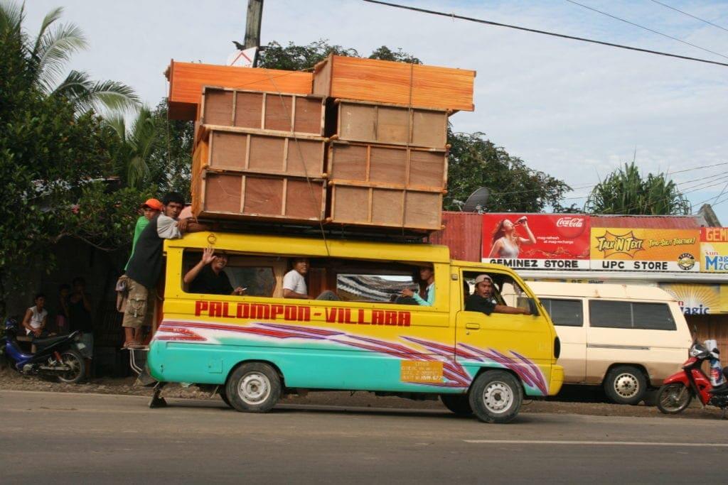 Der Verkehr auf den Philippinen ist oft mehr als improvisiert, auch wenn er zu funktinieren scheint.