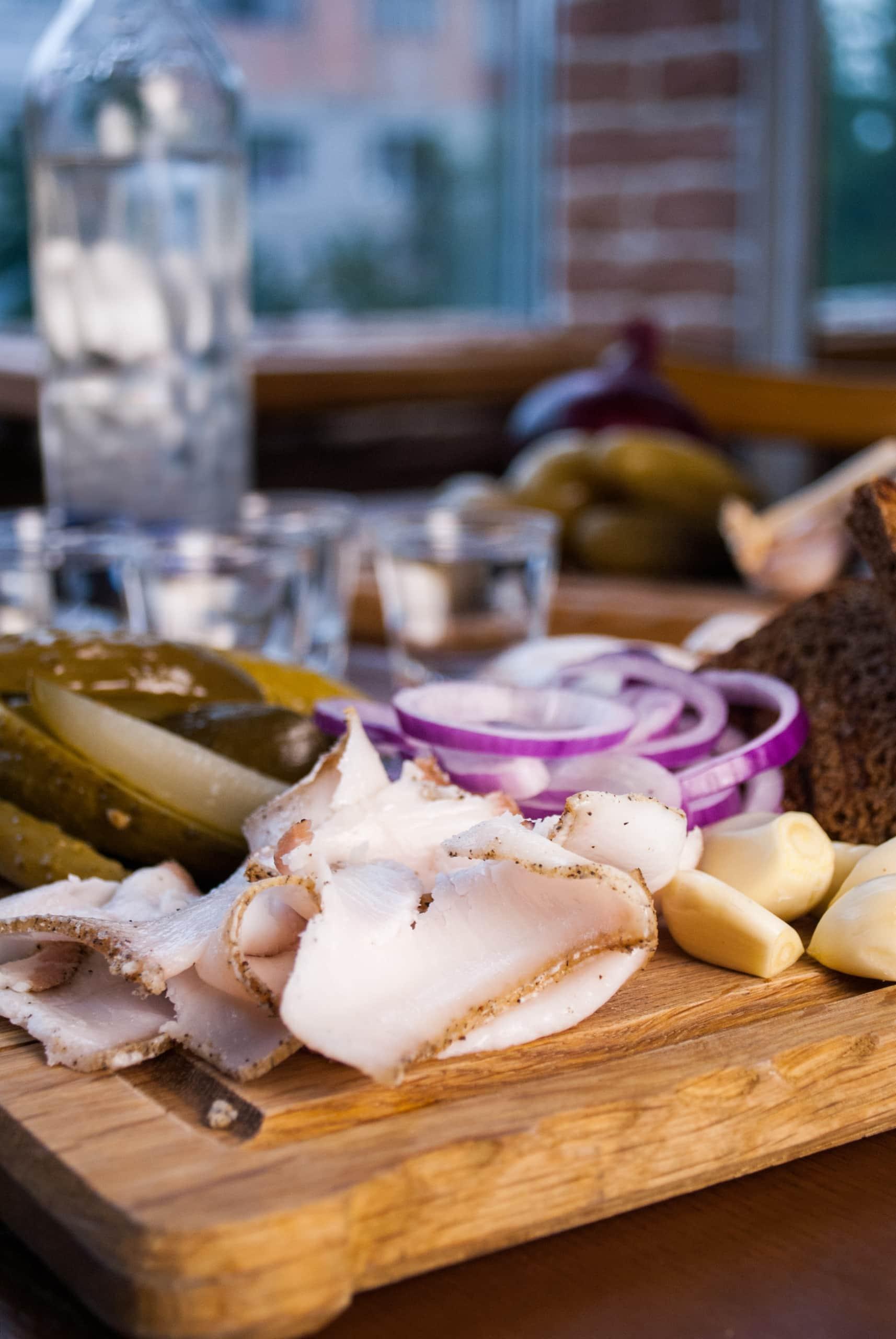 Schweinespeck ist ein typischer Snack in der Ukraine