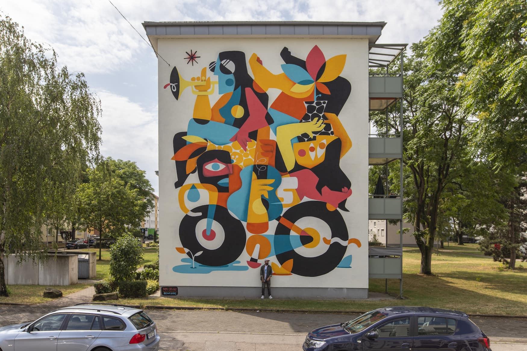 Fassade eines Mehrfamilienhauses (GBG) in der Heustraße 13-17, 68169 Mannheim