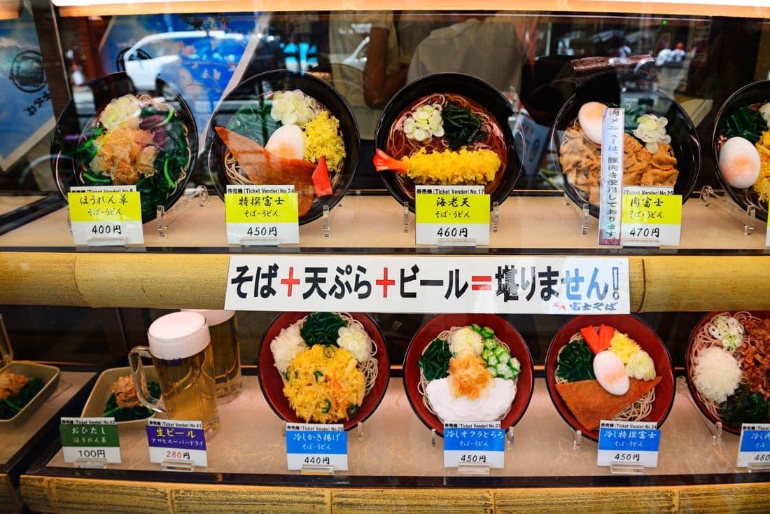 Restaurant-Auslage im Stadtviertel Asakusa in Tokio, Japan